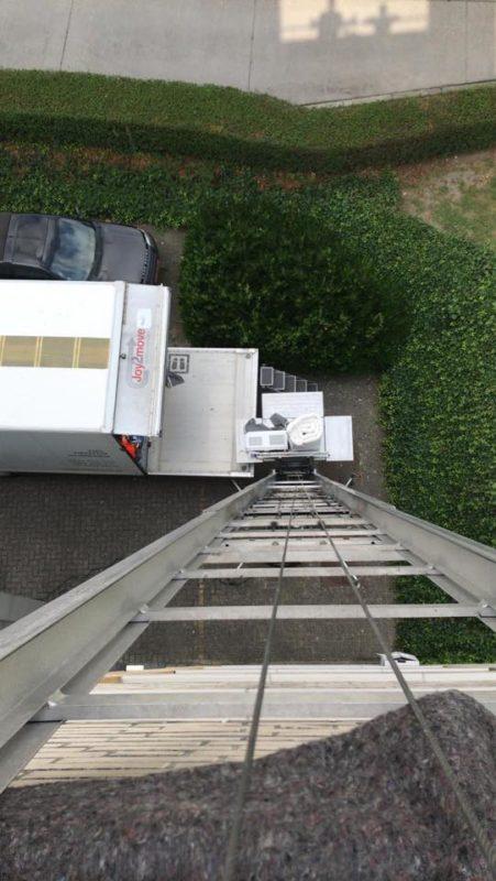 zware spullen van verdieping verhuizen